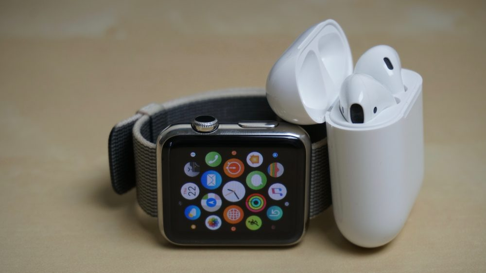 AirPods and Apple Watch Are Not a Precaution for Coronavirus